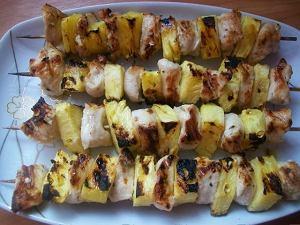 Szaszłyki z cytrynowym kurczakiem i ananasem