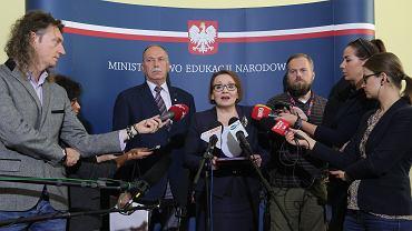 7 października 2016 r. Konferencja prasowa minister Zalewskiej i szefa oświatowej 'Solidarności' Ryszarda Proksy