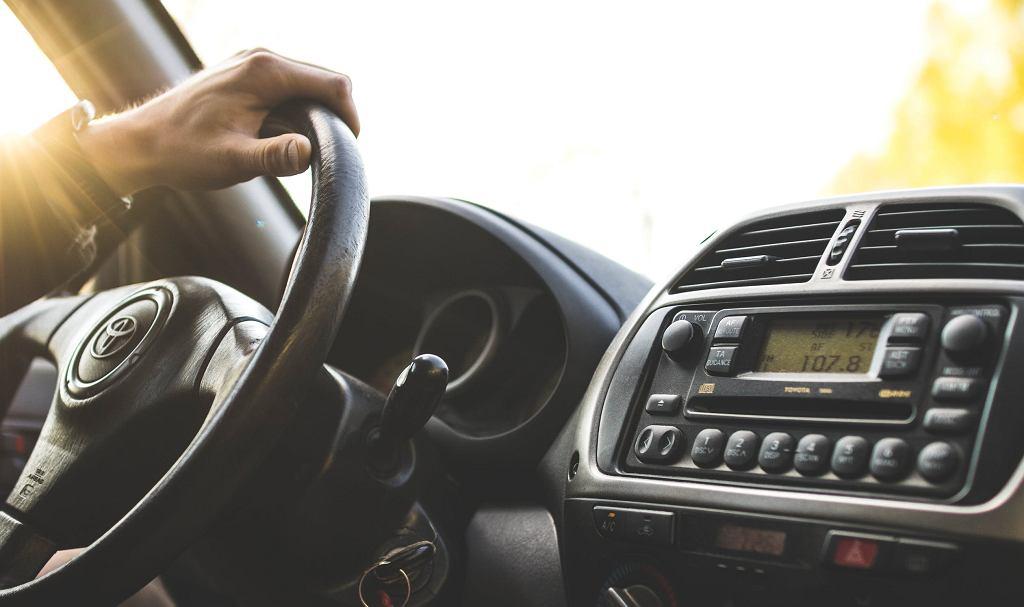 Jak poprawić jakość dźwięku w samochodzie?