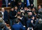 Bójka w ukraińskim parlamencie podczas przemówienia premiera