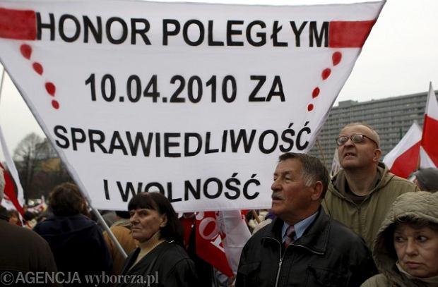 Manifestacja zwolennik�w Radia Maryja i 'Gazety Polskiej' w Katowicach