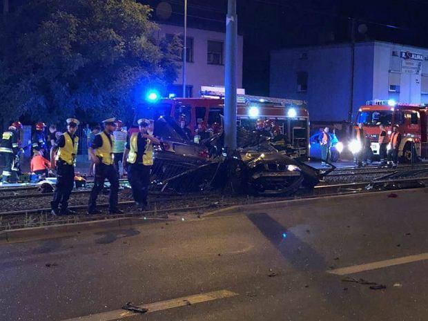 Wypadek w Poznaniu. Zmarła 17-letnia pasażerka BMW
