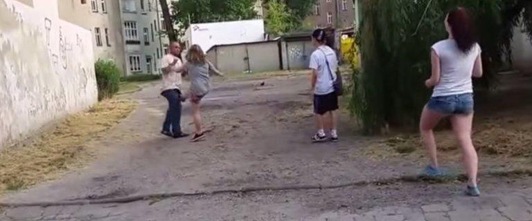 Dwie dziewczyny, kt�re bi�y i kopa�y m�czyzn�, ju� zatrzymane przez policj�. Same si� zg�osi�y?
