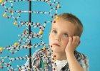 Wielkie pytania ma�ych ludzi. Czy zmienia si� nam DNA?