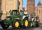 Rolnicy protestuj� przeciwko sprzeda�y ziemi ANR 's�upom'
