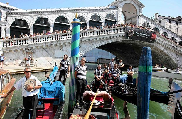 """Nasilaj� si� protesty przeciwko wielkim statkom w Wenecji. W�osi maj� do�� """"pok�on�w"""""""