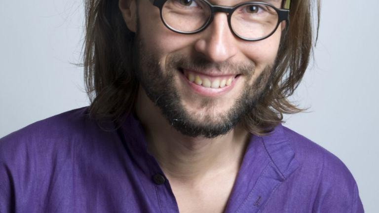 Piotr Bielski prowadzi zajęcia jogi śmiechu od 2013 roku.