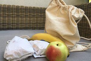 Dziecko spędza w szkole nawet 10 godzin dziennie. Sam obiad to za mało. Co (i w co) zapakować mu do jedzenia?