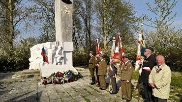 Pomnik gen. Czerniachowskiego w Pieniężnie został rozebrany we wrześniu 2015 roku