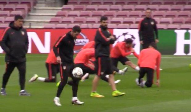 Diego Simeone czaruje techniką na Camp Nou