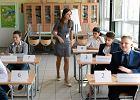 Sprawdzian sz�stoklasisty 2016. Uczniowie pisali w pami�tniku o tym, dlaczego warto pomaga�