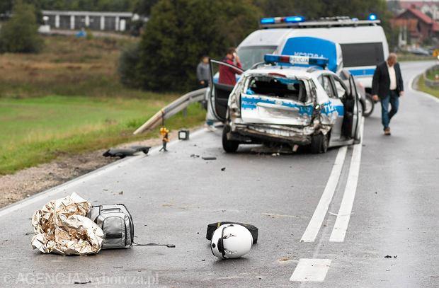 Zderzenie radiowozu z trzema motocyklami na drodze nr 16 [FOTO]