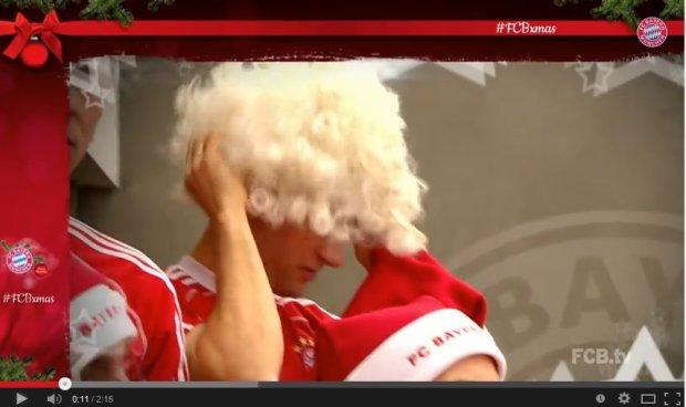 Thomas Mueller i peruka