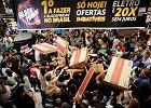Black Friday. Amerykanie ruszyli na zakupy. Tłumy i wyścigi do półek sklepowych [ZDJĘCIA]