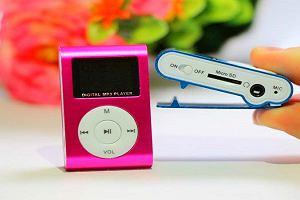 Mały sprzęt elektroniczny do odtwarzania muzyki podczas treningu