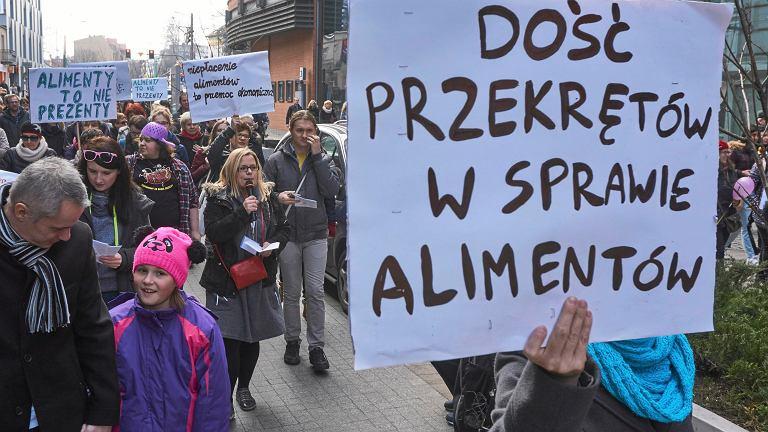 Manifestacja pod hasłem 'Dość przekrętów w sprawie alimentów', Poznań, 08.03.2015