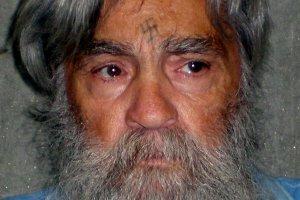 """Charles Manson we�mie �lub w wi�zieniu. Z 26-latk�. """"Dosta� oficjaln� zgod�"""""""