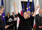 Posłanka na Sejm VIII kadencji Krystyna Pawłowicz odbiera zaświadczenie o wyborze. Jest zwycięzcą.