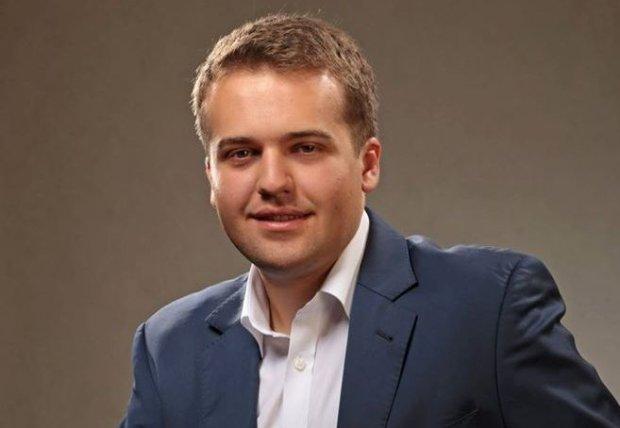 """Najm�odszego w kraju prezydenta miasta maj� Starachowice. Jarubas: Na targu m�wili o nim: """"Nasz Marek"""""""
