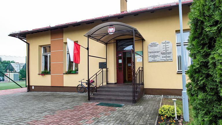 Wójt z PiS kazał przywiesić dekalog na szkołach w gminie Tuszów Narodowy