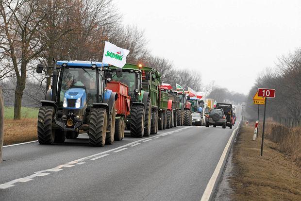 OPZZ Rolnik�w: Od jutra protesty i blokada DK2. P�niej marsz gwia�dzisty na Warszaw�