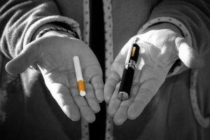 E-papierosy: prawie jak dopalacze. Poza kontrol�, o nieznanym sk�adzie, szkodliwe