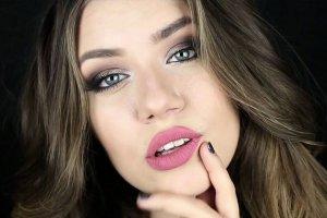 Trwały i efektowny makijaż na studniówkę. Dzięki naszym radom będziesz wyglądać pięknie cały wieczór