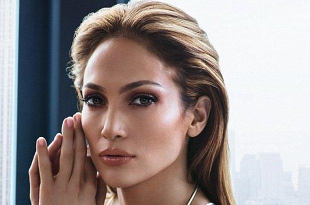 Jennifer Lopez w kampanii reklamowej bi�uterii