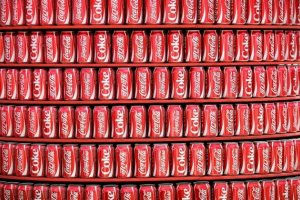 Nowa zach�ta dla pracownik�w Coca-Coli. Wy�sza pensja i filtry do wody za prac� w Chinach