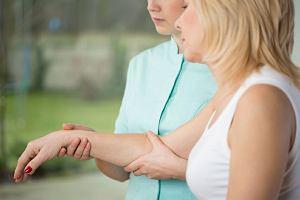 Rehabilitacja po udarze, czyli od fizjoterapeuty do logopedy
