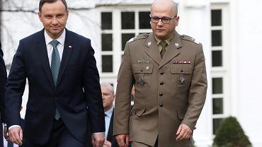 Prezydent RP Andrzej Duda oraz generał Jarosław Kraszewski podczas konferencji prasowej po spotkaniu z ministrem obrony Antonim Macierewiczem, 31 marca 2017.