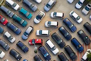 Polacy nadal kupują stare samochody. Starsze niż Słowacy, Czesi i Węgrzy