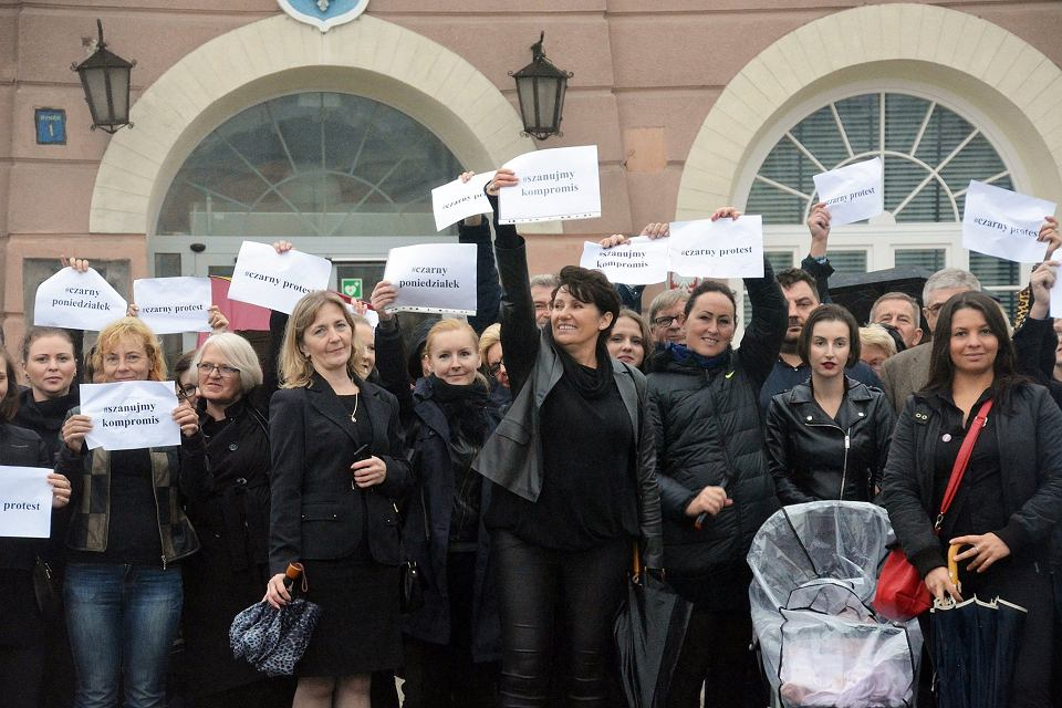 Posłanka Dorota Rutkowska nie kryła się z poparciem dla Czarnego Protestu. W środowym głosowaniu nad projektem Ratujmy Kobiety nie wzięła jednak udziału.