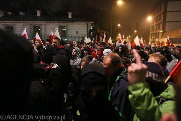 Uczestnicy Marszu Niepodległości protestują po jego delegalizacji