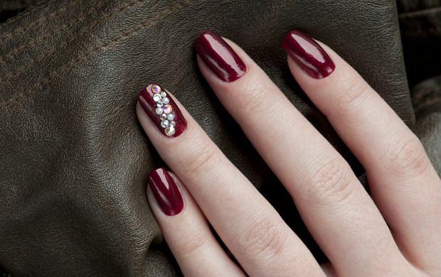 Pomysł Na Manicure Bordo I Kryształy Swarovskiego