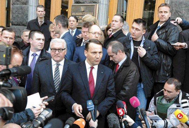 Andrzej Olechowski: Minister Sikorski nakreślił dobry plan dla Ukrainy