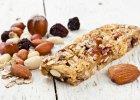 Jedz�c te pozornie zdrowe produkty oszukujesz sam� siebie. Zobacz, czego warto unika� na diecie