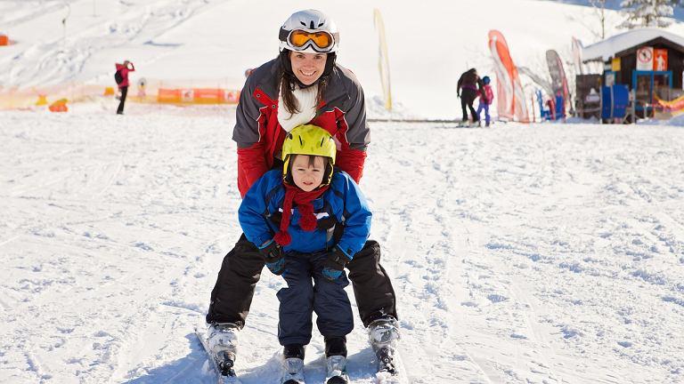 Już niedługo rozpoczną się pierwsze wyjazdy na narty na ferie 2017 - jeśli chcecie wyrwać się z domu, najwyższy czas zająć się organizacją wyjazdu.
