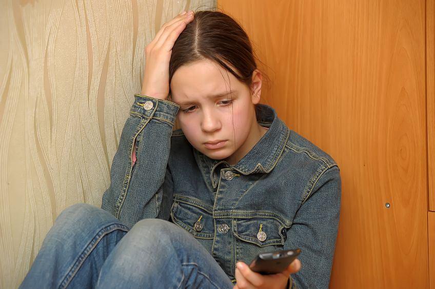 O czym mówią młodzi w rozmowach z telefonem zaufania?