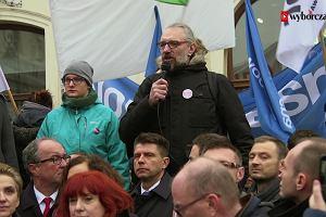 PiS połączyło opozycję. Jej członkowie wspólnie protestowali pod Pałacem Prezydenckim