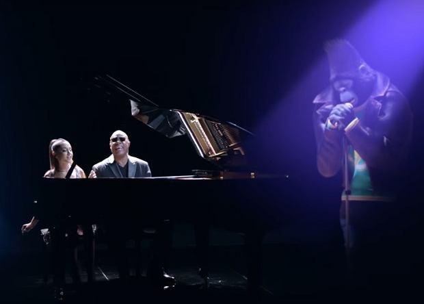 Muzyka łączy pokolenia - to dobrze znane wszystkim przysłowie, idealnie można dopasować do duetu Ariany Grande ze Steviem Wonderem. Wokaliści połączyli siły, aby promować animowaną produkcję ''Sing'', mającą pojawić się już wkrótce w polskich kinach. Kolaboracja obu artystów zwieńczona została nakręceniem teledysku, w którym to muzycy brylują wokalnie wraz z asystującymi im bohaterami filmu.