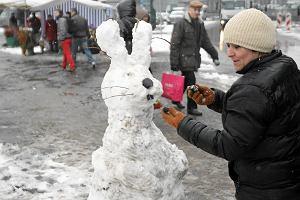 """Wielkanoc będzie chłodniejsza niż Boże Narodzenie. Na ulicach zające ze śniegu, a w TV """"Kevin sam w domu"""""""