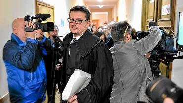 Mecenas Marcin Lewandowski, obrońca Mariusza T., wczoraj w rzeszowskim sądzie mnożył wątpliwości: Czy 25-letni pobyt za kratkami człowieka nie zmienia? Czy społeczeństwo faktycznie musi się go obawiać