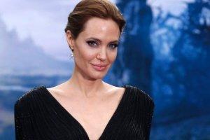 Profesjonalna charakteryzatorka pokazuje, jak wykona� makija� Angeliny Jolie. Jak jej posz�o?