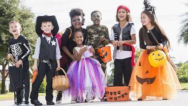 Stroje na Halloween mogą być naprawdę różne: mogą być 'straszne', mogą to być także przebrania wykorzystywane na bal przebierańców w przedszkolu. Jakie przebranie na Halloween wybierzecie w tym roku?