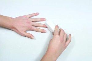 Manicure hybrydowy w domu? Tak, to bardzo proste. Zobacz, jak go wykona�