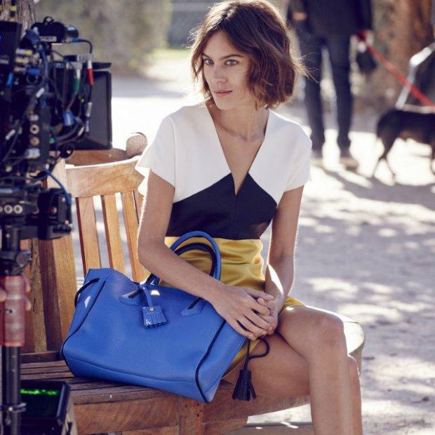 4b6d9ee6ddec8 Alexa Chung po raz kolejny promuje torebki Longchamp