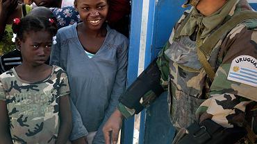 Urugwajscy żołnierze ONZ na Haiti. Port au Prince, 1 stycznia 2010 r.