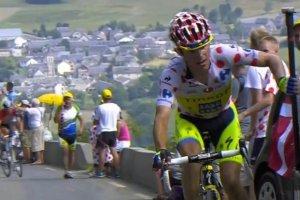 Tour de France. Rafa� Majka ukarany za odepchni�cie si� od motocykla