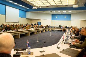 Poparcie dla NATO rośnie, ale nie wszyscy członkowie Sojuszu łożą należycie na obronę. Co usłyszą jutro na szczycie w Brukseli z ust Donalda Trumpa?